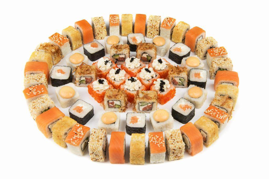 В ресторане есть острые суши, по традиционным рецептам или запеченные