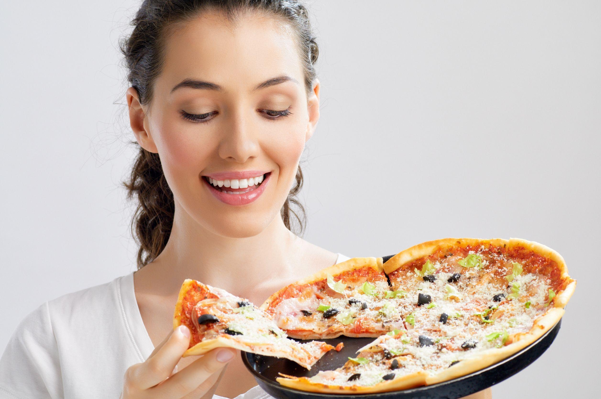 Заказать пиццу можно по телефону, через сайт или приложение