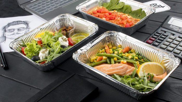 Услугу доставки обедов предлагают многие сервисы